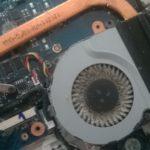 La poussière peut empêcher un ventilateur de tourner et refroidir l'ordinateur
